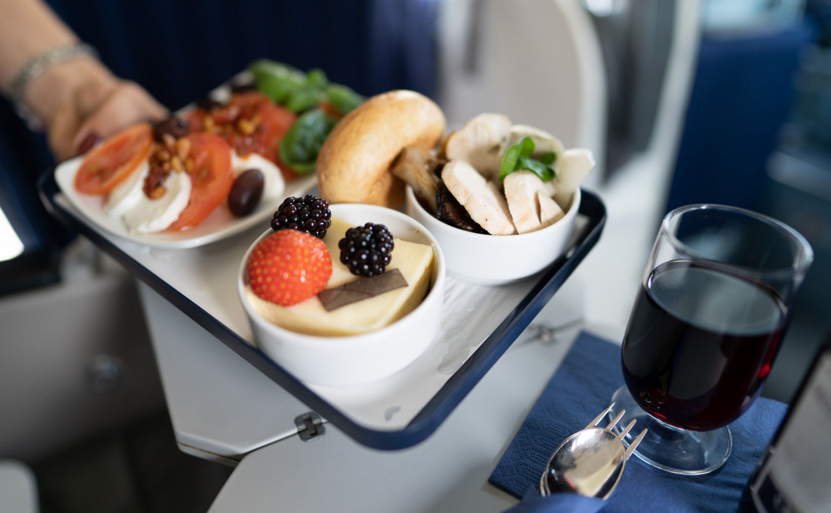 Private Wings offers different on board menus for your delicious flight.